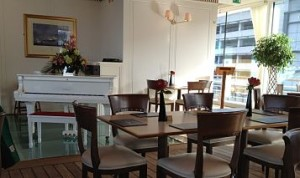 Edinburgh - Royal Yacht Britannia Cafe_opt