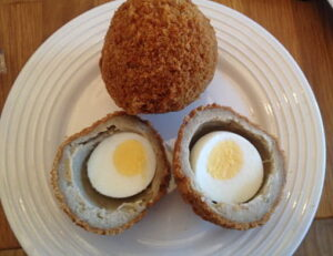 M&S Scotch eggs cut_opt