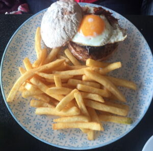 Caffe Strada pulled pork burger_opt